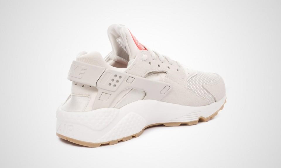 purchase cheap 4c899 d7efa Chaussure Nike Air Huarache Premium pour Femme Flocons d u0027avoine Voile  Gomme marron