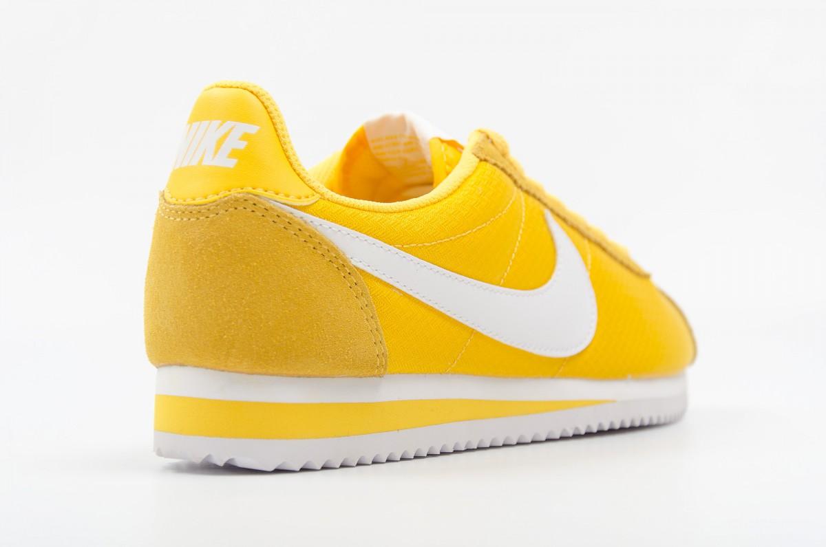 buy popular 3bb8c b2832 nike jaune cortez